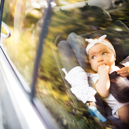 Ni cinco minutos: jamás dejes a un bebé encerrado en el coche