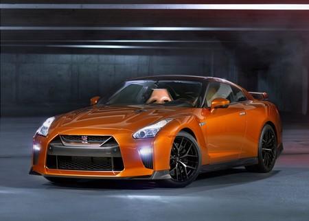 """Nissan lanza un servicio """"a lo Netflix"""": suscripciones para manejar hoy un GT-R y un LEAF mañana"""
