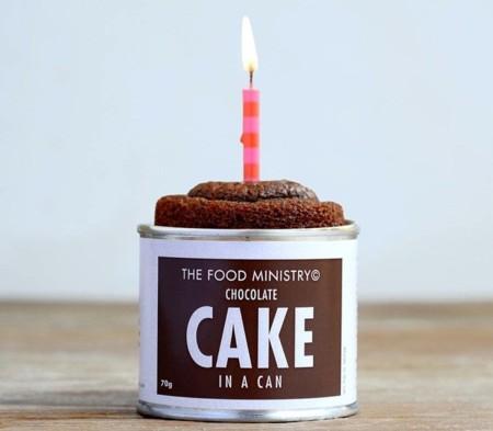 Bizcocho de chocolate en lata para todos, la genial idea de The Food Ministry
