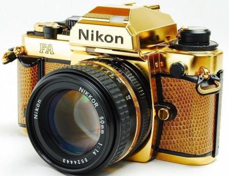 La exclusiva Nikon FA de oro