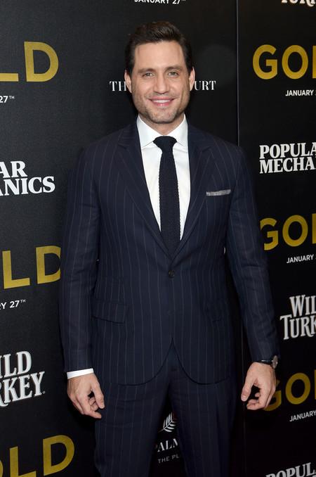 Edgar Ramírez rescata el look ejecutivo y lo vuelve cool en la premiere de 'Gold'