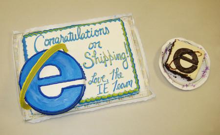 Lo que queda del pastel que Microsoft mando para el lanzamiento de Firefox 2