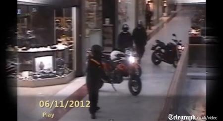 Robo con tres motos en un centro comercial: ríete tú de Skyfall