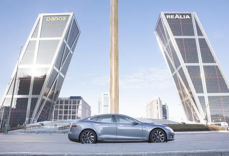 UberOne es el servicio Premium de chófer con Tesla Model S que puedes usar en Madrid
