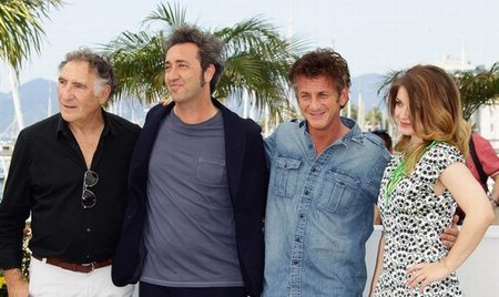 sean-penn-paolo-sorrentino-this-must-be-the-place-cannes-2011.jpg