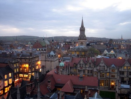 Compañeros de ruta: futura Semana Santa por España, o visitando la cultural Oxford, o haciendo snowboard
