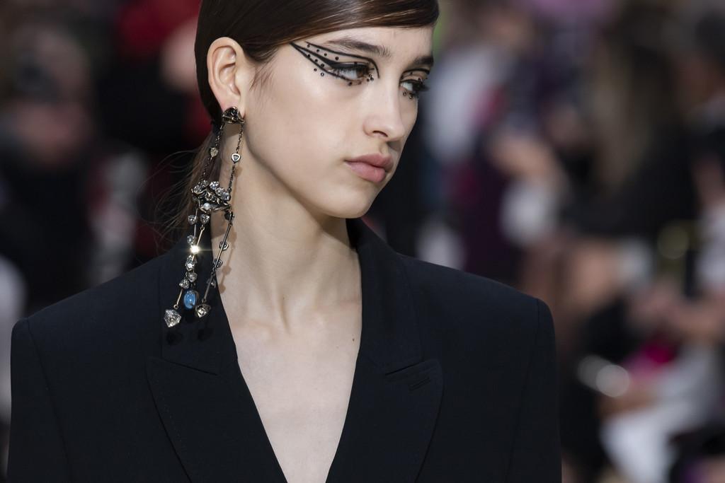 Así son los dos eyeliners fantasía del desfile de Valentino que copiaremos en nuestros maquillajes mas dramáticos