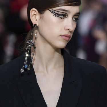 Así son los dos eyeliners fantasía del desfile de Valentino que copiaremos en nuestros maquillajes más dramáticos