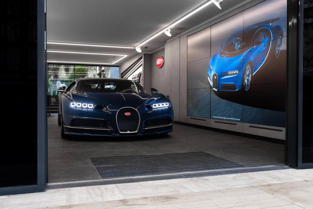 No está abierto al público ni se puede probar un coche. Así es el nuevo concesionario Bugatti en París