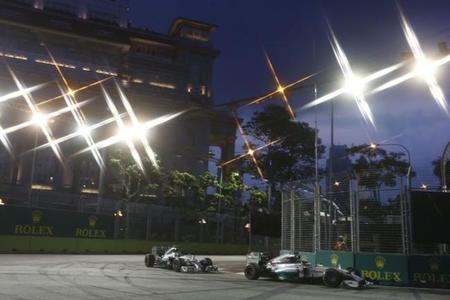 2-carrera-singapur-2014-formula-1-noche-mercedes-amg.jpg