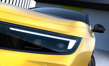 ¡Cambio radical! El nuevo Opel Astra se asoma en sus primeras imágenes y confirma versiones electrificadas