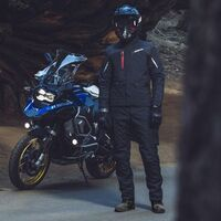 La SPIDI Mission-T es una chaqueta tricapa para la moto que sirve en invierno y verano, por 680 euros