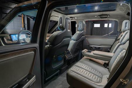 Rivian registra una patente de conducción autónoma para transportar a niños sin nadie al volante