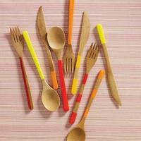 Anímate y pon la mesa con una cubertería de madera o bambú