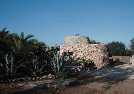 Barraca agrícola transformada en hogar contemporáneo