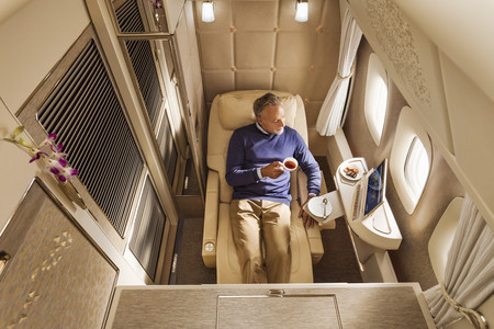 Emirates Airways estrena nuevas suites inspiradas en Mercedes-Benz