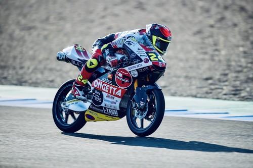 Tatsuki Suzuki logra controlar la indómita Moto3 y Albert Arenas se cae pero mantiene el liderato