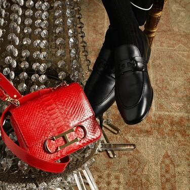13 bolsos de piel de Carolina Herrera capaces de transformar un look en lookazo