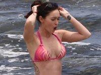 Megan Fox, sus bikinis y sus pechos: ¿Qué sería de nosotros sin ellos en verano?