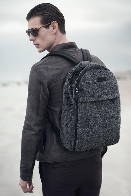 Backpack in Faux Fur de Emporio Armani: Una mochila de piel que no es de piel