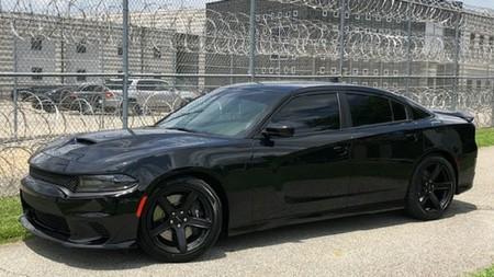 Un 'sheriff' compra un Charger Hellcat de 700 hp y recibe severa reprimenda