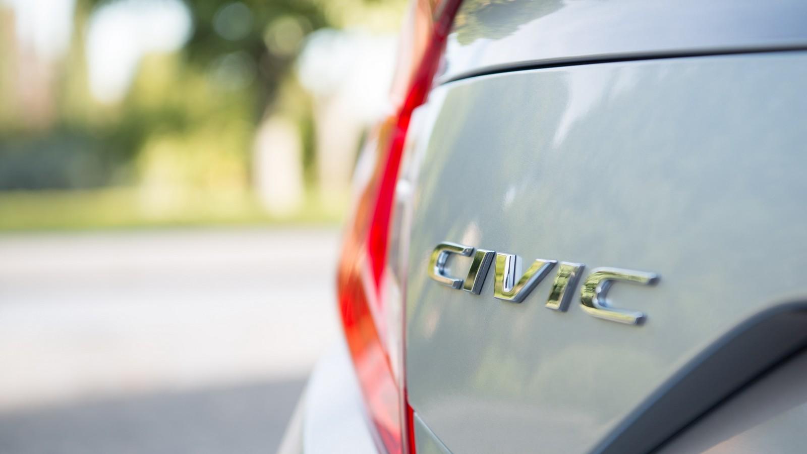 Foto de Honda Civic 4 puertas (15/37)
