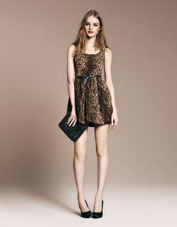 Los 10 vestidos de Zara que no pueden faltar en tu armario