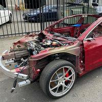 Alguien va a pagar 15,000 dólares (o más) por lo que queda de este Tesla Model 3 Performance... que aún funciona