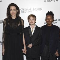 Las celebrities siguen acudiendo a los eventos vestidas de negro (aunque no todas)