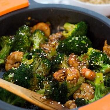 Salteado de brócoli y gambas con salsa de ostras, receta fácil y rápida