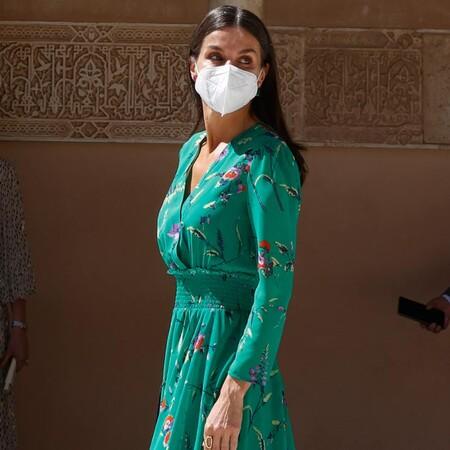 La reina Letizia recupera de su armario el precioso vestido verde de flores firmado por Maje