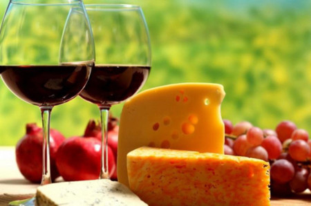 Queso, frutas y vino