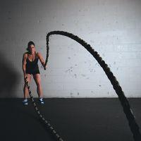 Un entrenamiento completo con battle ropes en menos de 30 minutos