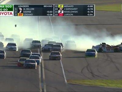NASCAR es ese espectáculo donde puedes ver 16 coches pegándose leñazos en plena carrera y luego uno de ellos gana