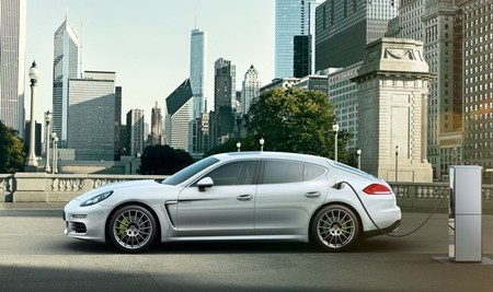 Porsche equipará al Panamera S E-Hybrid con un cargador universal
