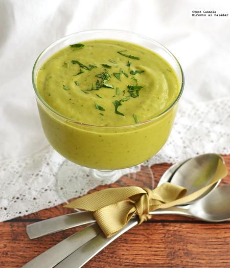 Sopa fría de aguacate, poblano y pepino. Receta para el verano