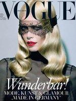 Claudia Schiffer, dos looks, dos portadas para este verano