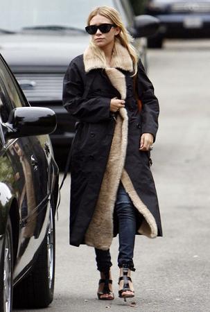 Sandalias y abrigo no, Ashley