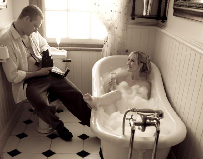 La confianza en la pareja, ¿debe llegar hasta el punto de hacer las cosas con la puerta del lavabo abierta?