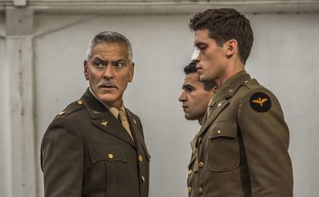 'Trampa-22': la miniserie bélica de George Clooney tiene momentos de lucidez pero decepciona en su vertiente satírica