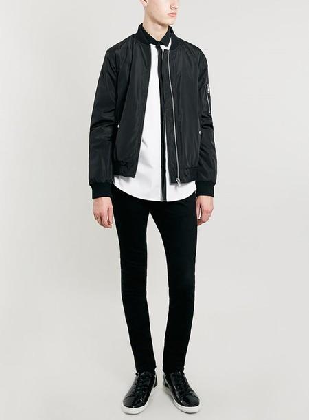La elegancia del blanco y negro en cinco prendas de Topman