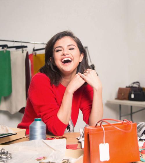Este otoño tu armario será un zoológico de animales de punto de cruz. Palabra de Selena Gomez