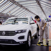 Las ventas de coches en China, el mayor mercado del automóvil, en caída libre por el coronavirus de Wuhan
