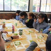 Chicote visita los comedores escolares: una nutricionista nos habla de nutrición infantil