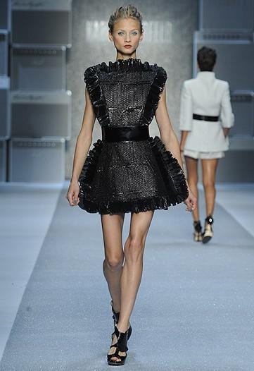 Foto de Karl Lagerfeld, Primavera-Verano 2010 en la Semana de la Moda de París (13/15)