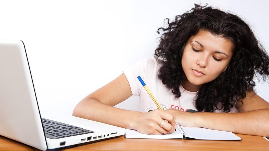 Plagiar trabajos en la carrera o falsificar documentos académicos será castigado con expulsión de la Universidad