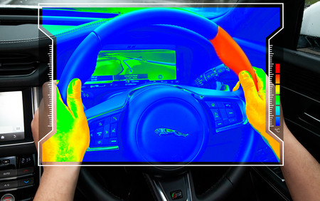 El volante sensorial de Jaguar Land Rover, que se enfría o se calienta para indicarnos hacia donde girar