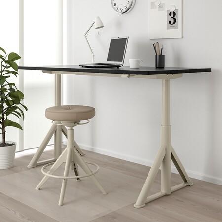 El escritorio Ikea se mueve solo en altura ajustable
