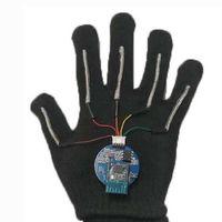 Este guante puede traducir el lenguaje de signos al habla en tiempo real