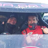 Carlos Checa prepara su posible debut en el Dakar con los coches subiendo al podio de la Baja Italia